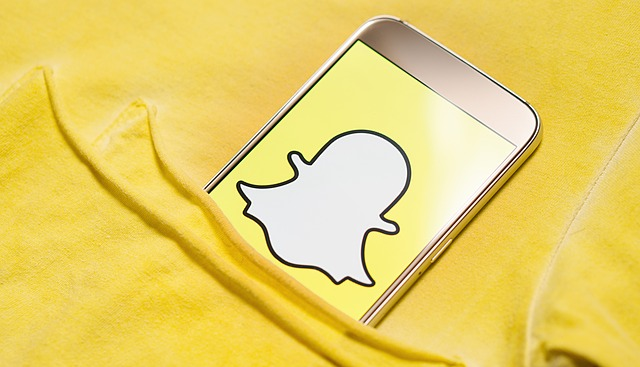 snapchat logo réseau social jaune